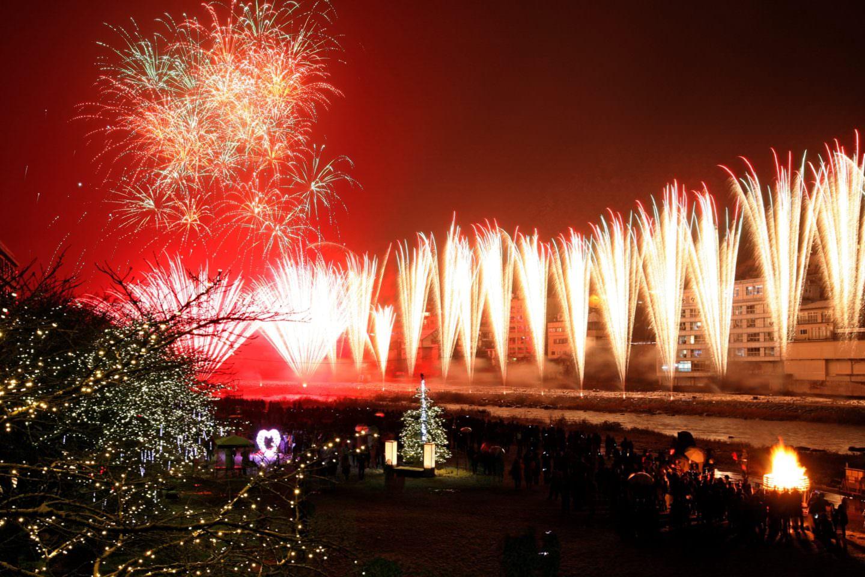 Gero Onsen Fireworks Musical Performance